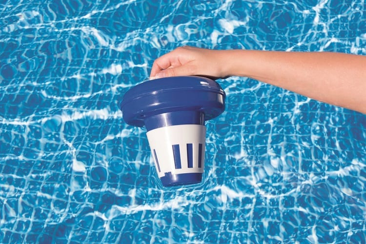 Does Pool Shock Contain Chlorine?